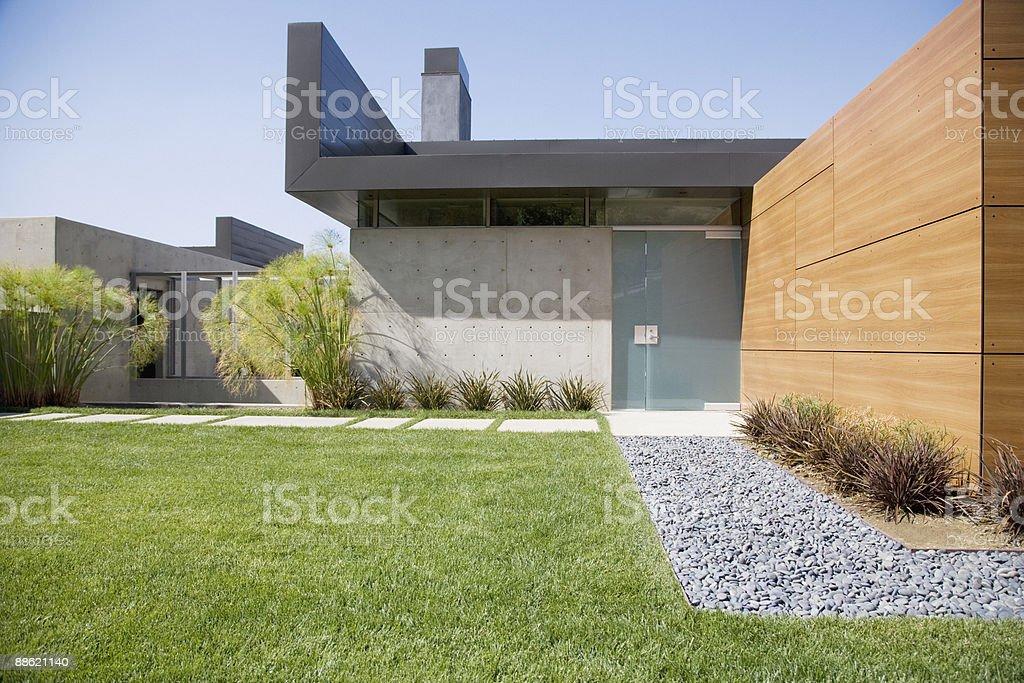 Fachada de una casa moderna - foto de stock
