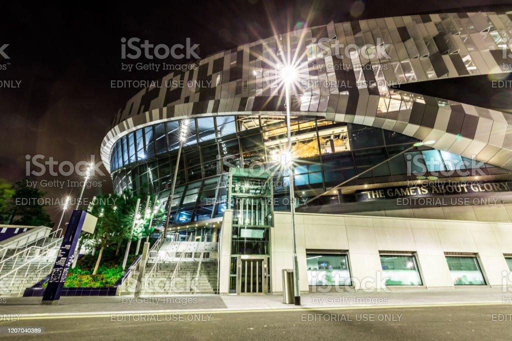 Foto De Exterior Do Novo Estadio Do Tottenham Hotspur Iluminado A Noite Em Londres Reino Unido E Mais Fotos De Stock De Arquitetura Istock