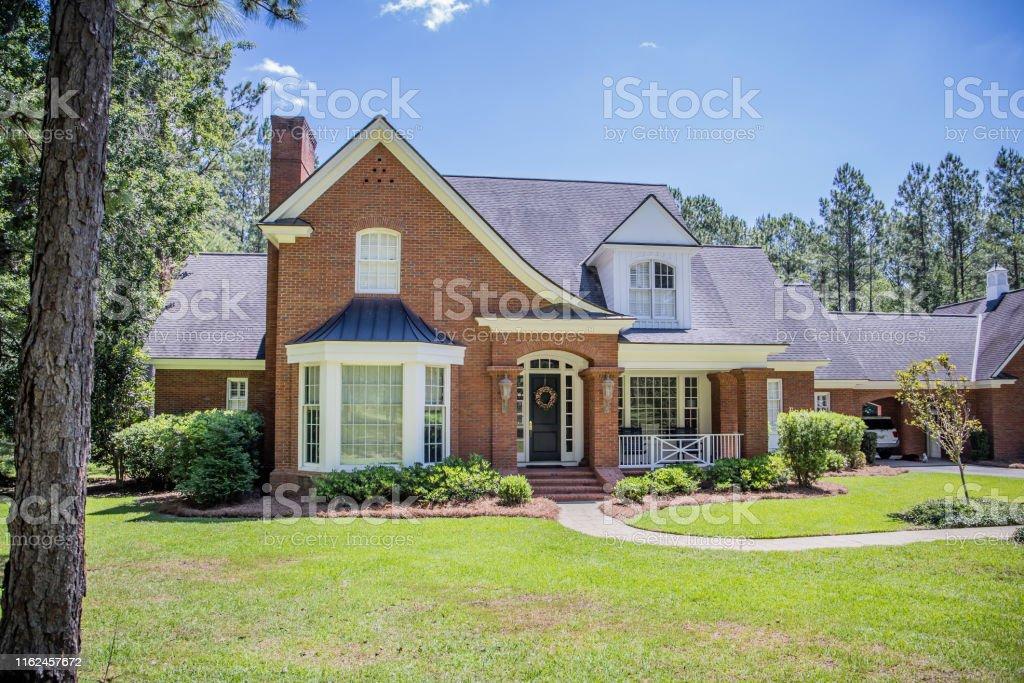 紅磚傳統南方家園外牆 - 免版稅住宅建築圖庫照片
