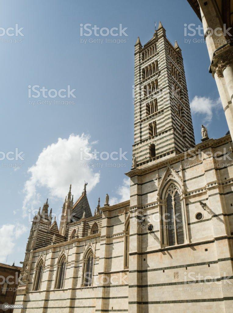 Exterior da Catedral de Siena, Itália - Foto de stock de Antigo royalty-free
