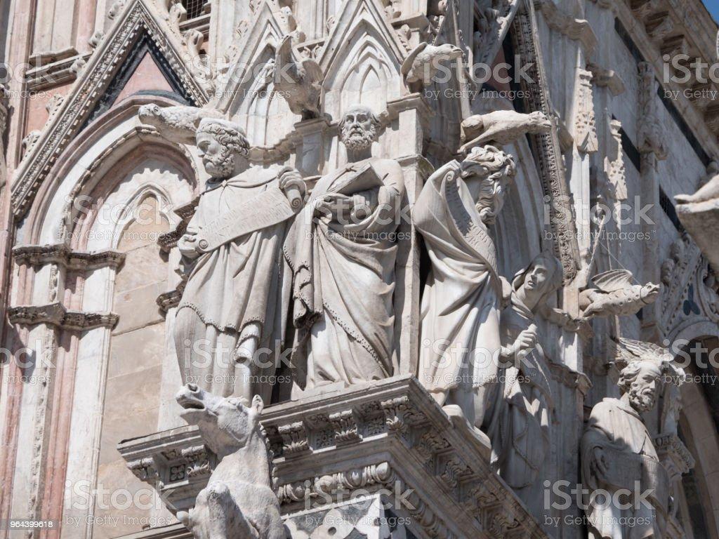 Exterior da Catedral de Siena - Foto de stock de Antigo royalty-free