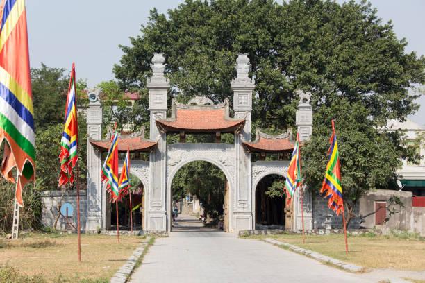 außenseite der bich dong pagode, vietnam - holu stock-fotos und bilder