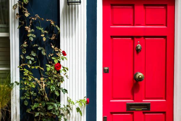 Exterior of traditional british residential building with red door picture id1007820782?b=1&k=6&m=1007820782&s=612x612&w=0&h=dowql1pktp5otzieilvglkt5nlczx1jlvjkc6x9svio=