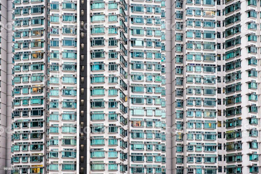 Apartamento de fachada exterior sem costura com janelas de vidro - foto de acervo