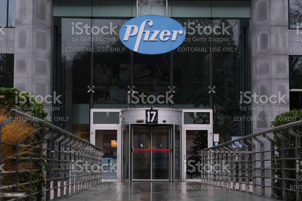 Außenansicht der Niederlassungen des Unternehmens Pfizer Pharmaceutical in Brüssel, Belgien - Lizenzfrei Ansteckende Krankheit Stock-Foto