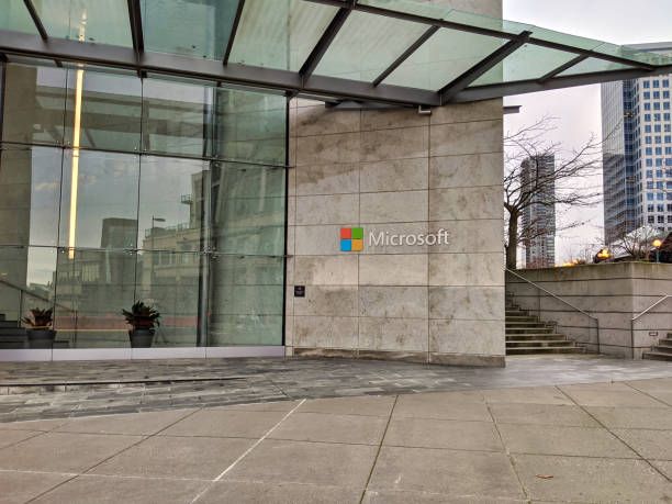exterior view of the microsoft campus building in downtown bellevue, wa with no people around. - windows 7 foto e immagini stock
