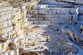 Extraction of marble in the quarry