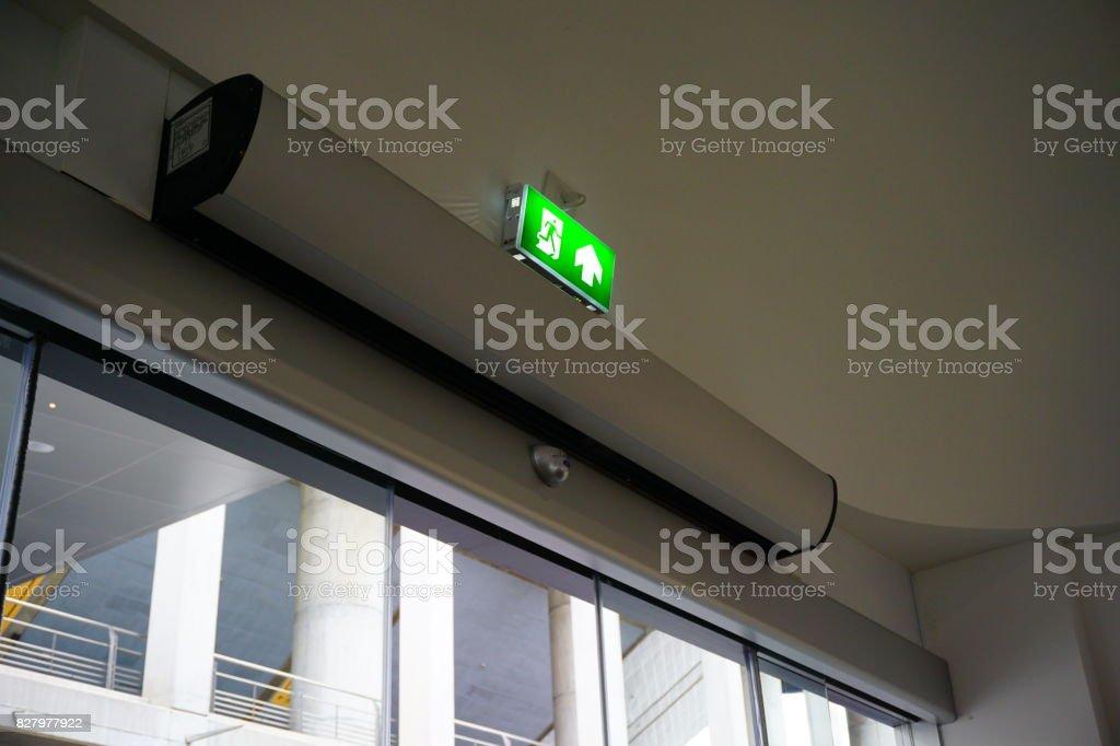 Dunstabzugshaube zur Tür, Luftschleier – Foto