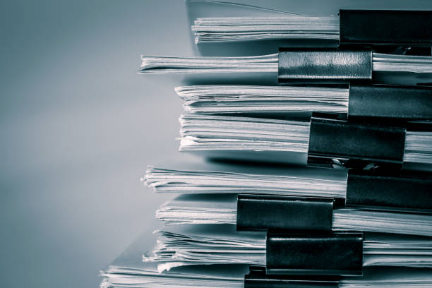 seitensträsschen hautnah einen Bericht Papier Stapeln von Büro Arbeitsdokument der Kommissionsdienststellen, Retro-Farbton – Foto
