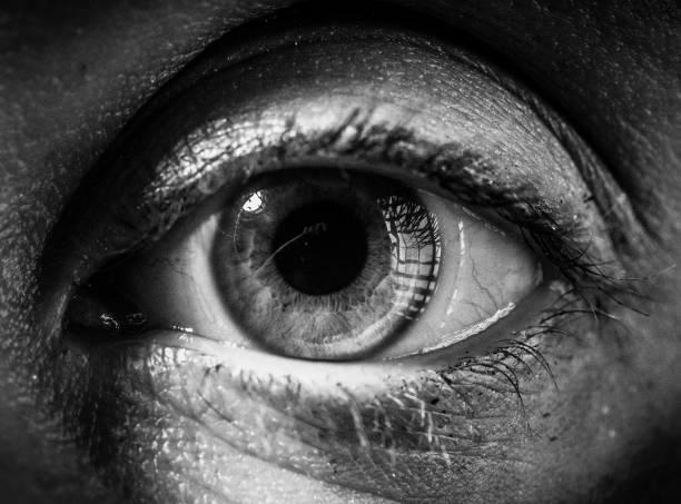Extrem Close Up Of Spooky Woman es Eyeball – Foto