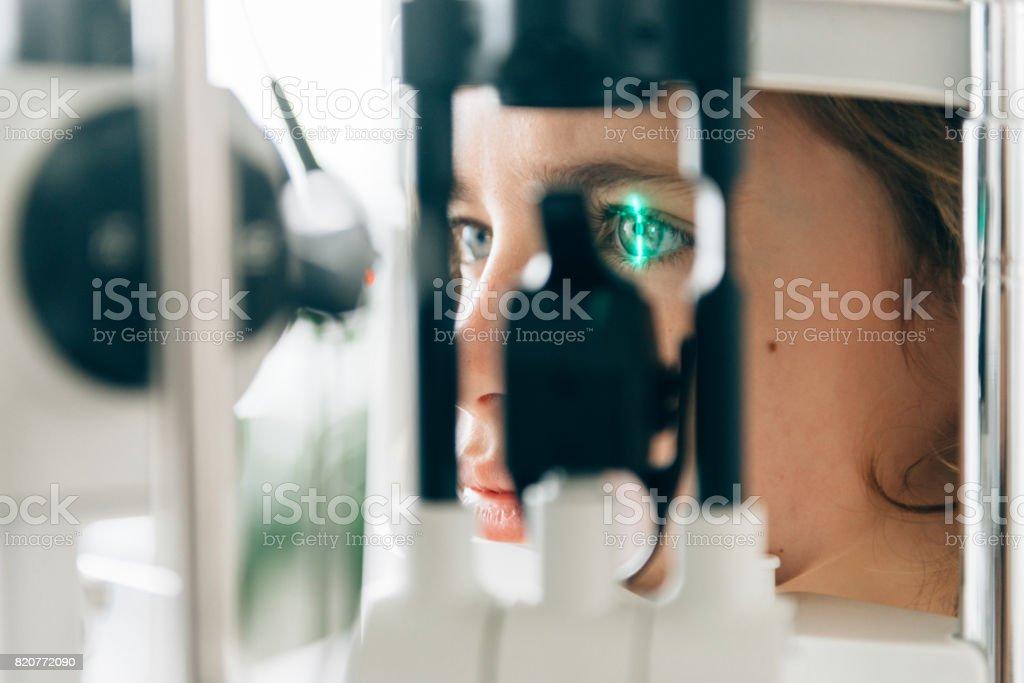 Augen-Check - Lizenzfrei Allgemeinarztpraxis Stock-Foto