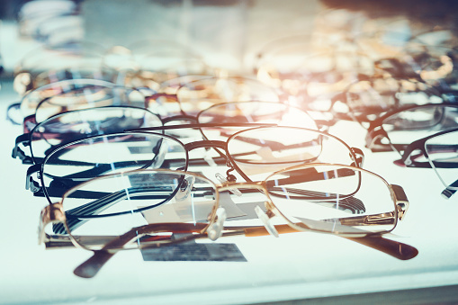 istock Eye glasses on window display shelves in optics store 905882628