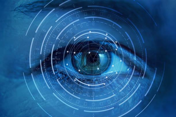 göz tarama sürecinde. - göz stok fotoğraflar ve resimler