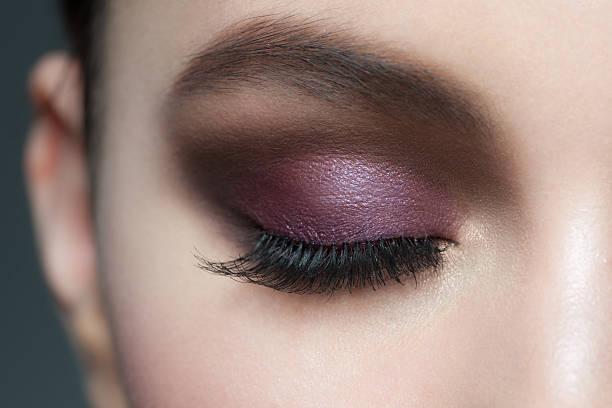 eye make-up - lila augen make up stock-fotos und bilder