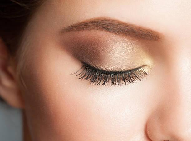 eye make-up - goldenes augen make up stock-fotos und bilder