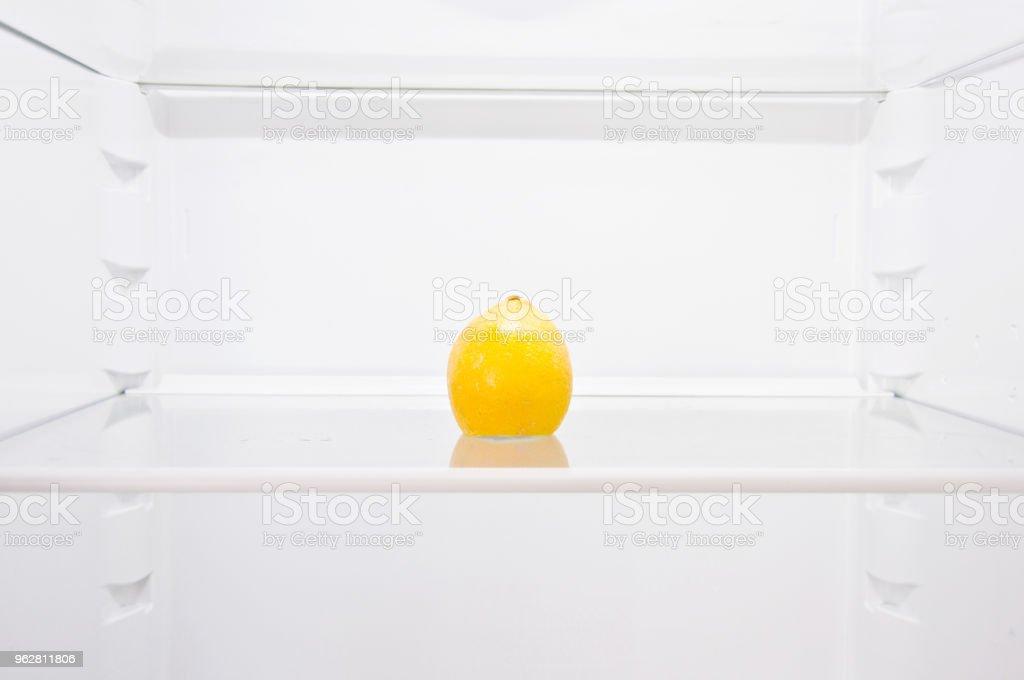 Eyeglasses and Ripe Lemon On A Shelf - Foto stock royalty-free di Acido ascorbico