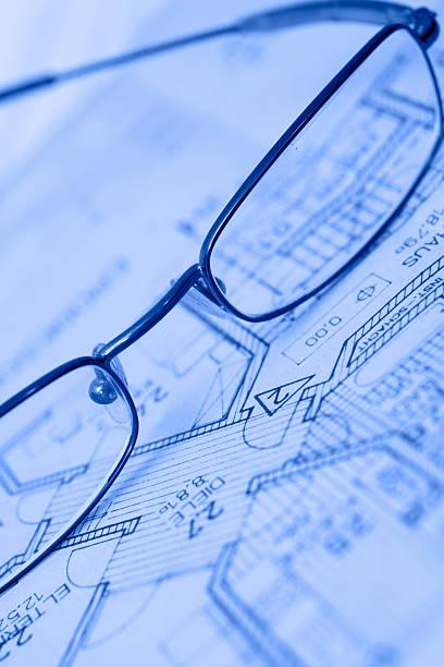 eyeglasses auf einem grundriss - herrenhaus grundrisse stock-fotos und bilder