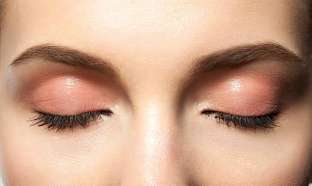 Les yeux fermés et maquillage - Photo
