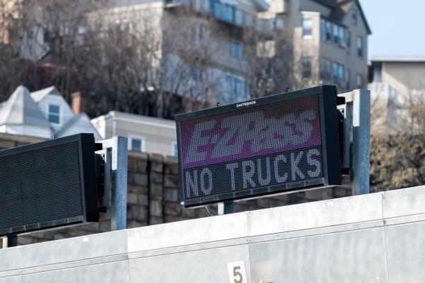 Ezpass ez pass cash lane for toll to bridge on new york city nyc picture id1148299836?b=1&k=6&m=1148299836&s=612x612&w=0&h=iiwmen rkndq1fv6htr0vyorrrnnlrj8poja elnsdu=