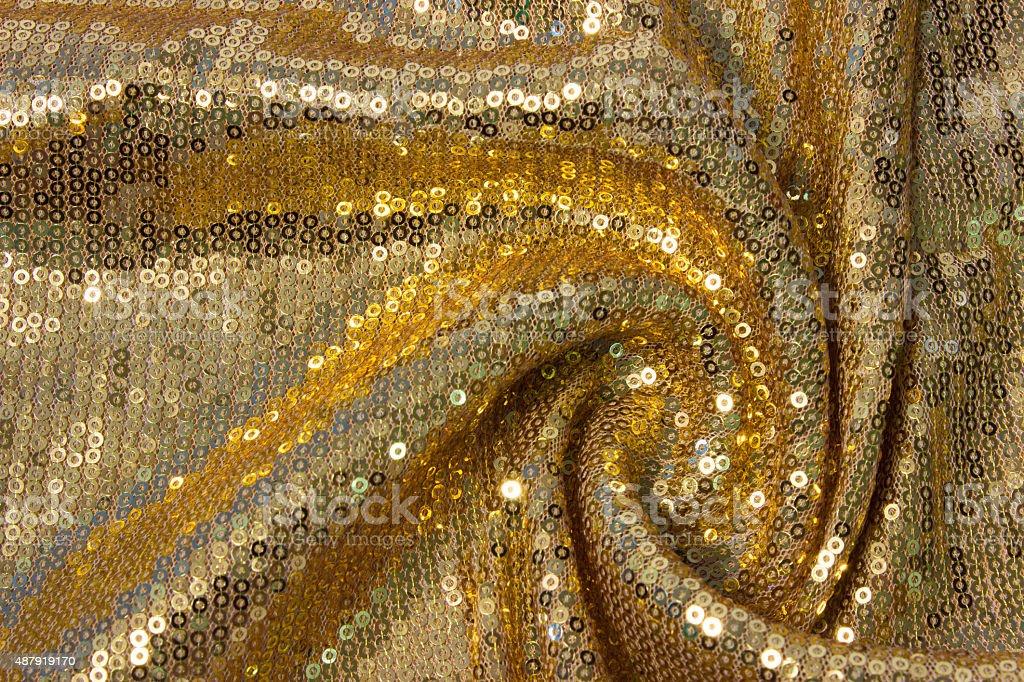 Textura de tela reflectante con pliegues anillos de oro con - foto de stock