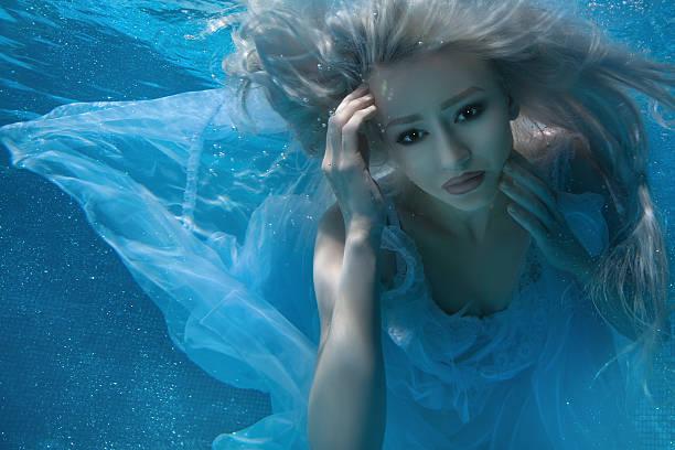 wunderschöne blond frau. - meerjungfrau kleid stock-fotos und bilder