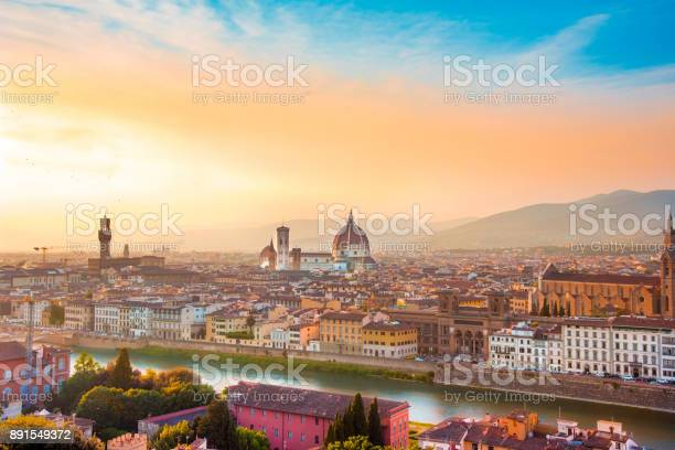Fabulous panoramic view of florence from michelangelo square at it picture id891549372?b=1&k=6&m=891549372&s=612x612&h=ccgkbfpyts92dkndpbuobxbweoqjvmlfgf1ktgl2xt4=