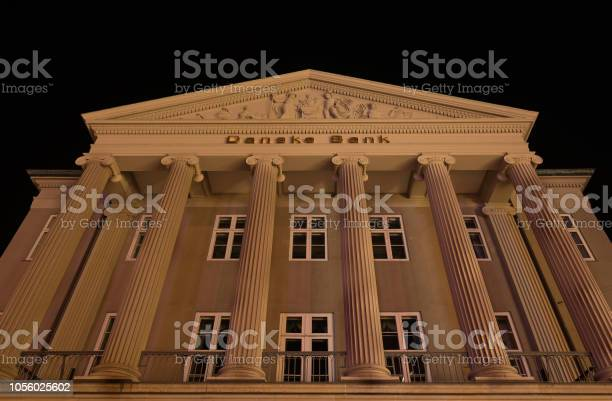 Facade at night of the danish bank in copenhagen with big columns in picture id1056025602?b=1&k=6&m=1056025602&s=612x612&h=03nfqtffihiu gelh cfji6ysejr5qjhdle2pqg5pn0=
