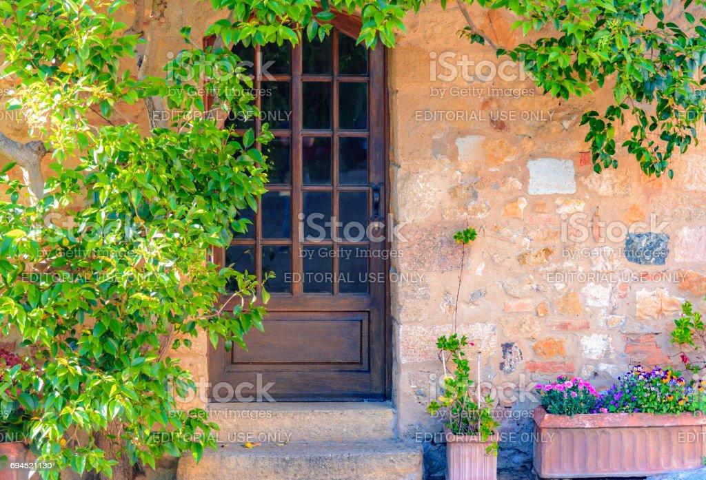 Facade of an italian house in Bolgheri - foto stock
