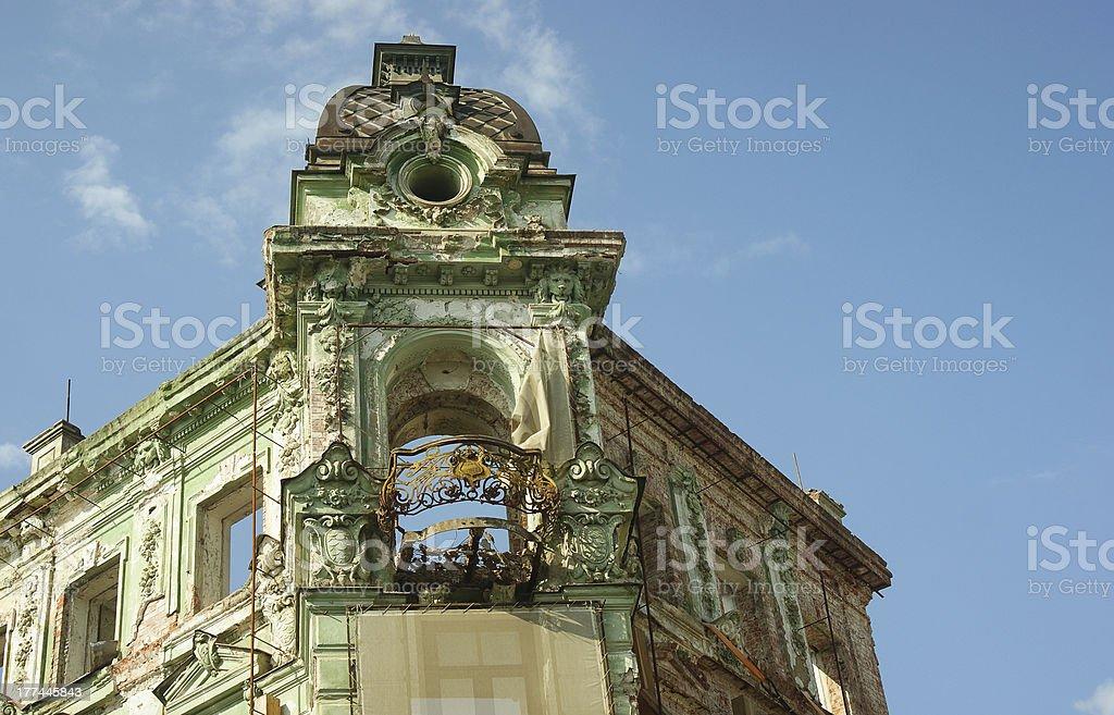 Fachada de un edificio antiguo - foto de stock