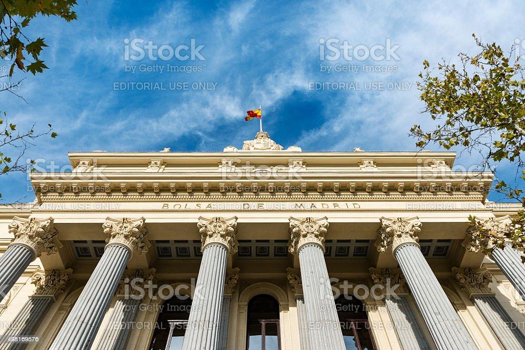 Fachada do edifício da Bolsa de Valores de Madri - foto de acervo