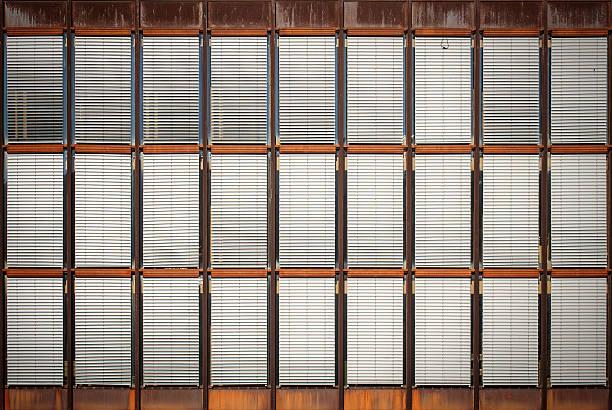 Fachada de edificio antiguo - foto de stock