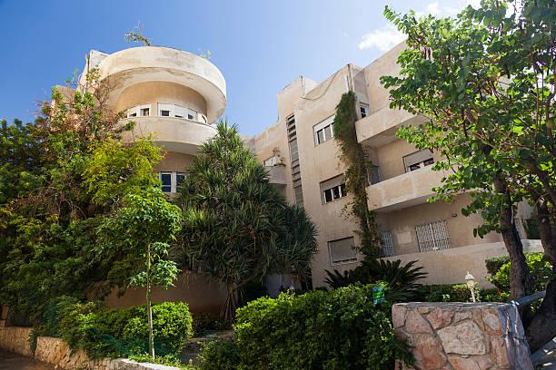 Façade de l'un des bâtiments de style Bauhaus.   Tel-Aviv.   Israël. - Photo