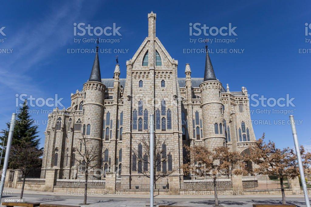 Fachada del palacio episcopal en Astorga, España - foto de stock