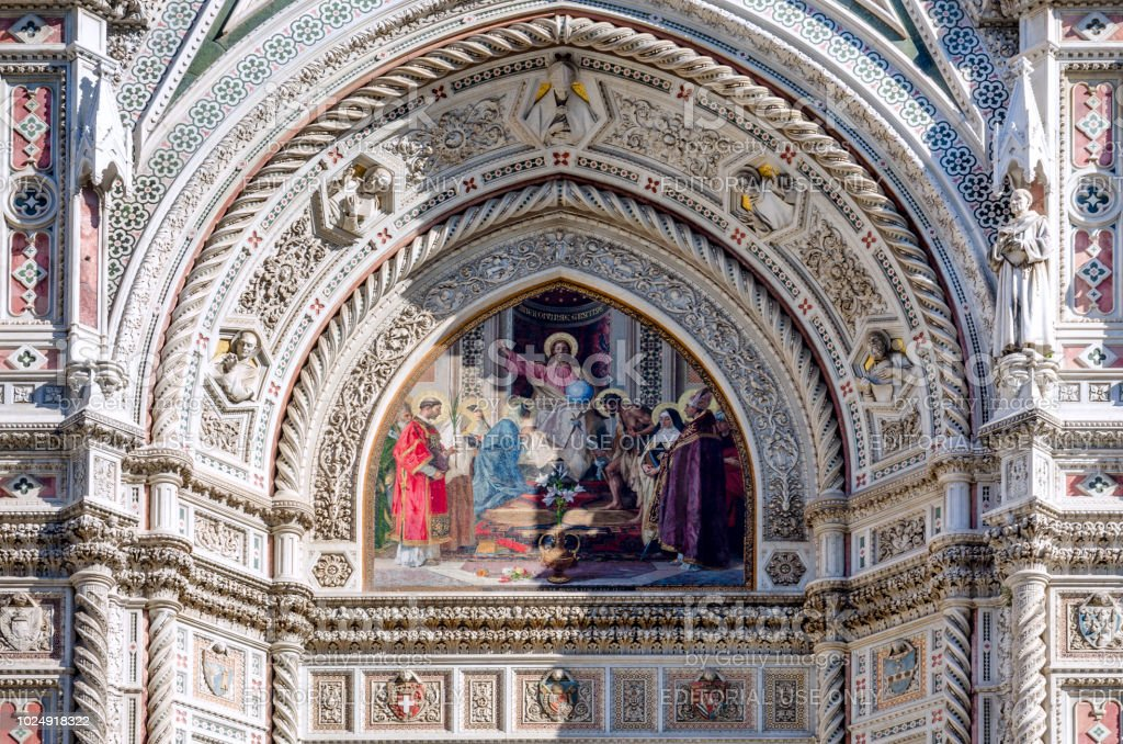 facade of the famous basilica of santa maria del fiore florence