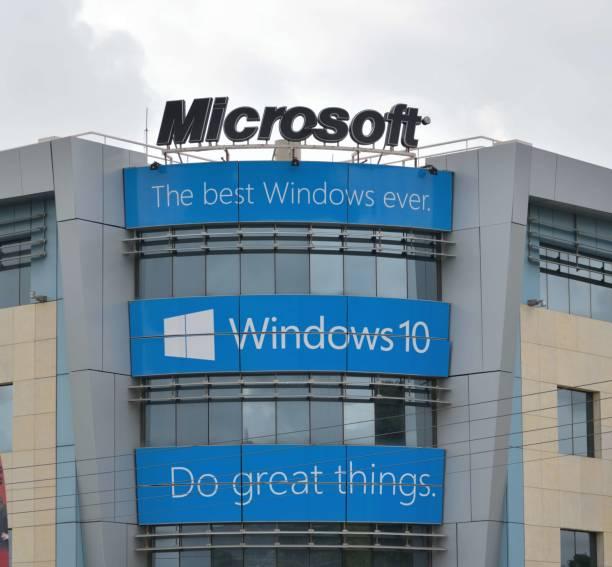 fassade des hauptsitzes von microsoft in griechenland. - microsoft windows stock-fotos und bilder