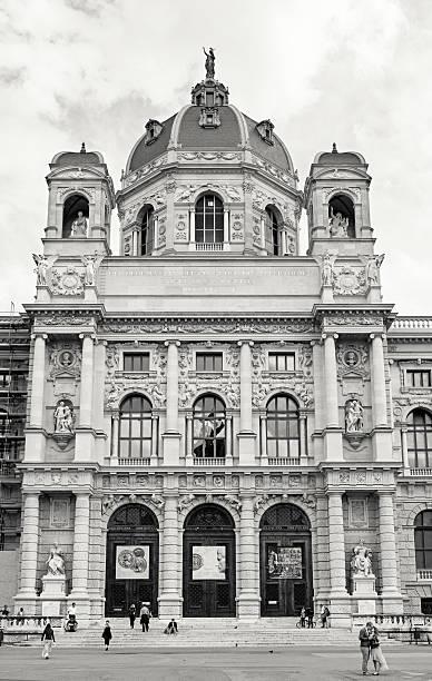 fassade des kunsthistorisches museum wien - kunsthistorisches museum wien stock-fotos und bilder