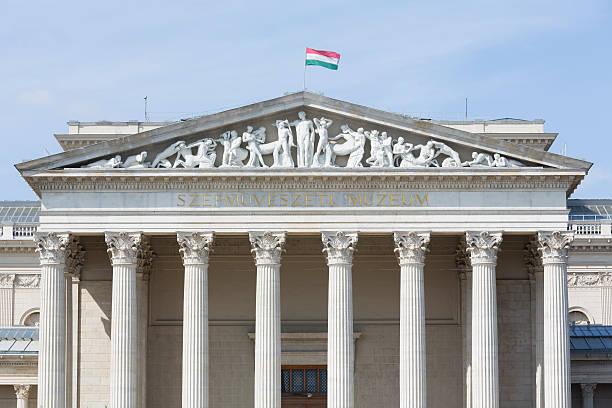 fassade des museum der fein kunst in budapest - kunsthistorisches museum wien stock-fotos und bilder