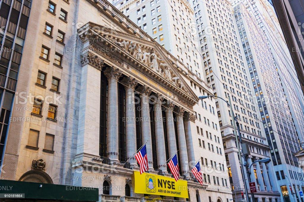 Fachada do edifício na baixa Manhattan, Nova York a New York Stock Exchange - foto de acervo