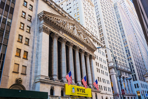 facade of the new york stock exchange building in lower manhattan, new york - new york stock exchange stock pictures, royalty-free photos & images