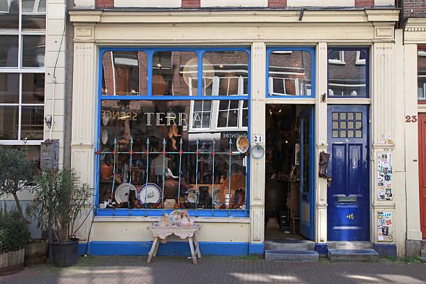 facade of vintage shop in amsterdam, netherlands. - günstig nach amsterdam stock-fotos und bilder