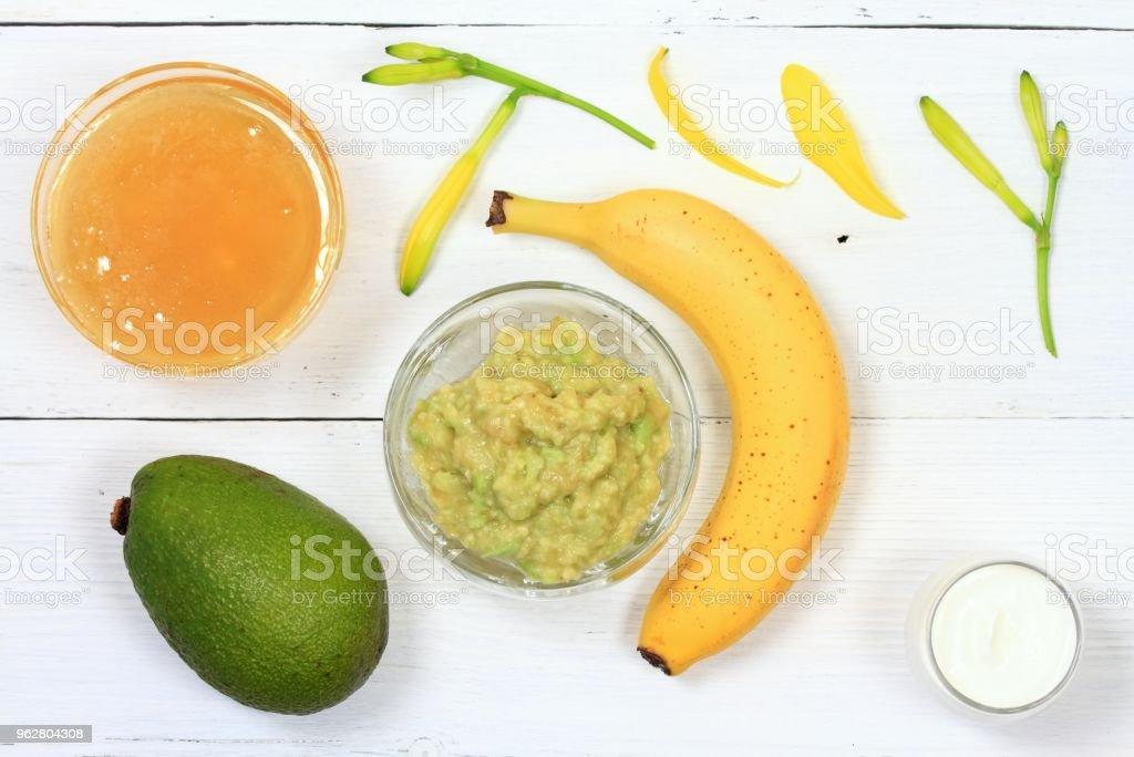 Face mask from avocado, yogurt, banana  and honey - Foto stock royalty-free di Accudire