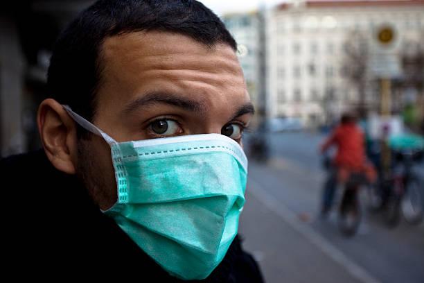 maschera di protezione - febbre russa foto e immagini stock