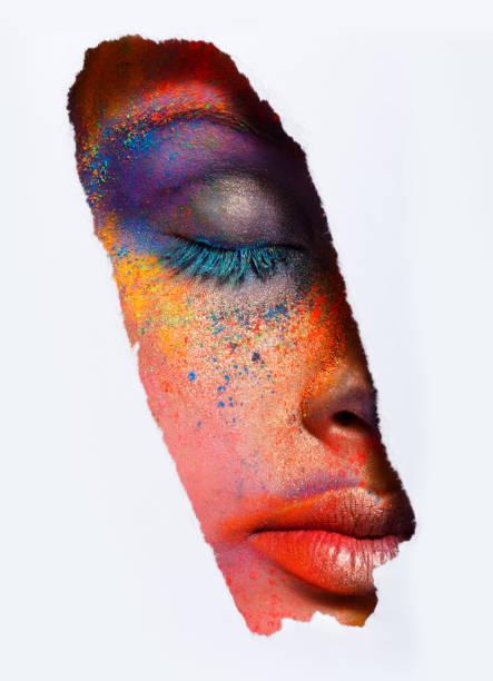 gesicht des modells mit bunten kunst-make-up, close-up - regenbogen make up stock-fotos und bilder