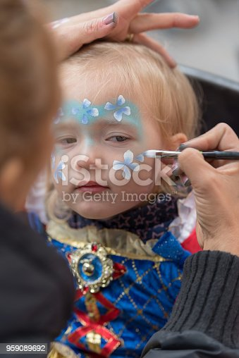 istock Face painting child 959089692