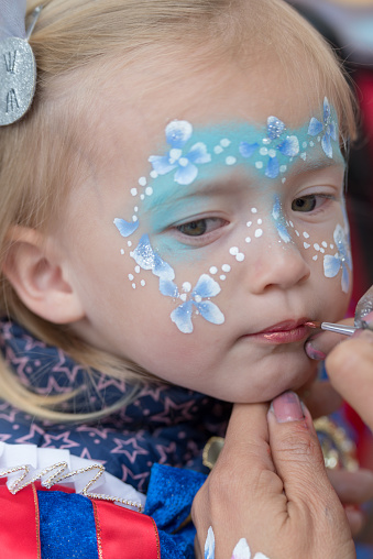 istock Face painting child 959090010