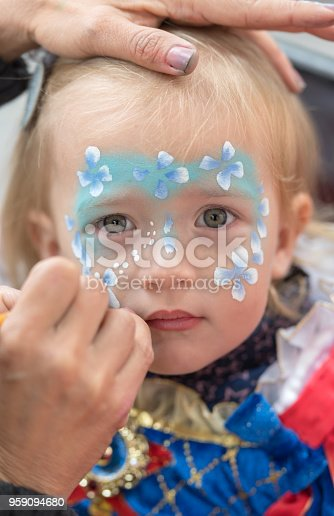 istock Face painting child 959094680