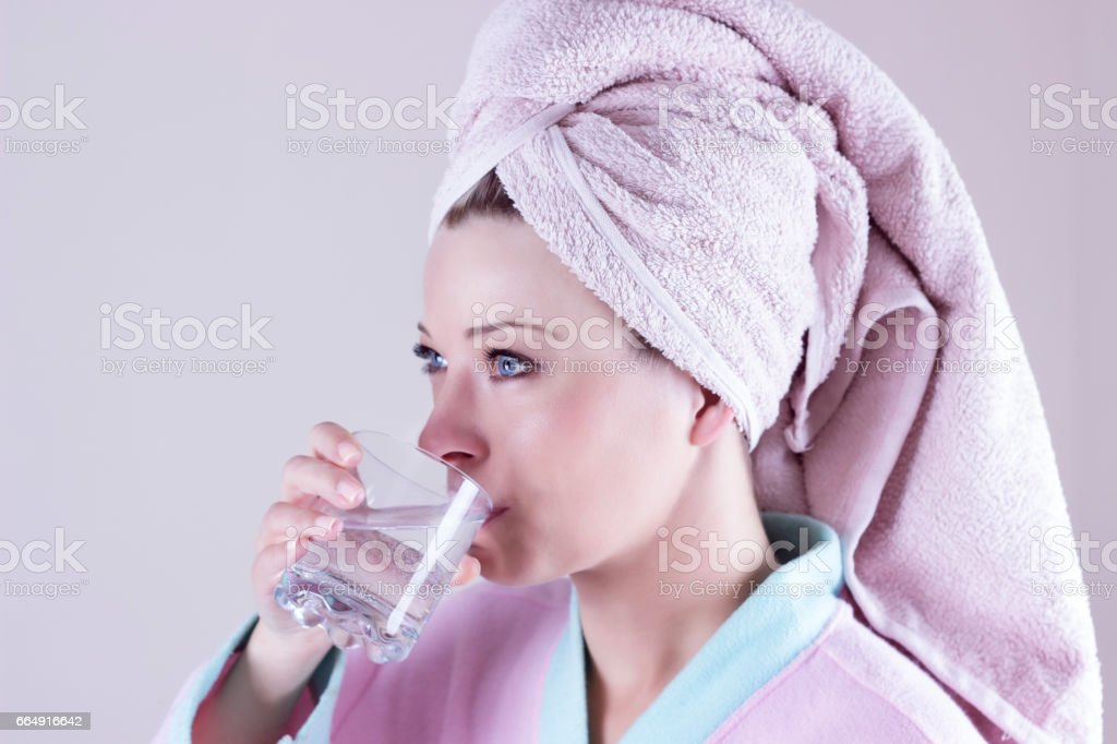Face portrait of woman drinking water. Smiling girl. Isolated portrait. foto stock royalty-free