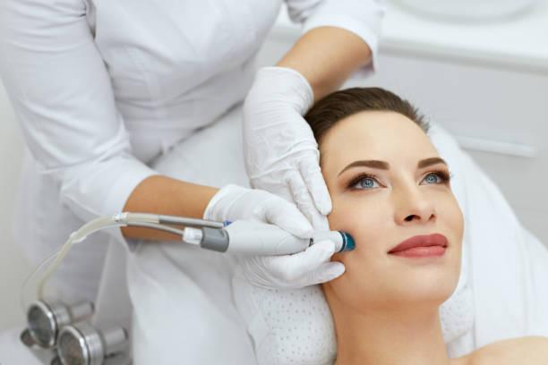 顔のスキンケア。女性の洗顔美容でのクローズ アップ ストックフォト
