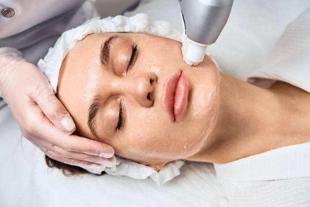 Face Skin Care. Close-up Of Woman Getting Facial Hydro Microdermabrasion Peeling Treatment At Cosmetic Beauty Spa Clinic. Hydra Vacuum Cleaner. Exfoliation, Rejuvenation And Hydratation. Cosmetology Face Skin Care. Close-up Of Woman Getting Facial Hydro Microdermabrasion Peeling Treatment At Cosmetic Beauty Spa Clinic. Hydra Vacuum Cleaner. Exfoliation, Rejuvenation And Hydratation. Cosmetology rymdraket stock pictures, royalty-free photos & images