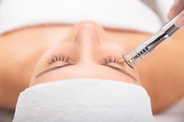 臉上皮膚護理 - 美容治療 個照片及圖片檔